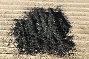 Jako filtr funguje i aktivní uhlí.